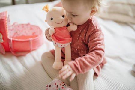 LILLIPUTIENS Lalka dzidziuś w gondoli z przytulanką i butelką mleka Louise 9 m+